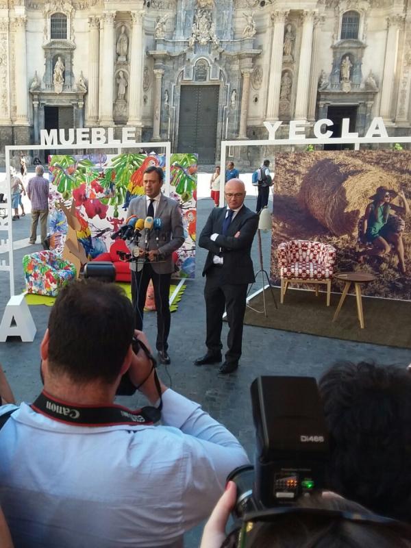 Momento de la presentación de la Feria del Mueble de Yecla